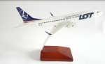 Model Boeing 737-8MAX LOT